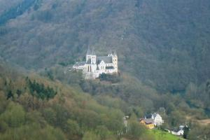 Castle by the Lahn river, A walk along the Lahn River, Germany, hiking trails