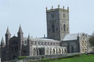 St. Davids Cathedral, Pembrokeshire Coast Path, Wales wandelroutes
