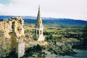 St. Saturnin les Apt,  the Vaucluse-Provence, France hiking trails