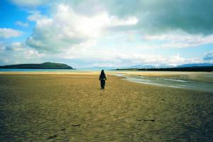 over het strand Dingle way wandelroutes Ierland